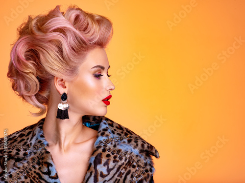 Fotografía Beautiful woman with style hairstyle