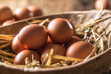 Fresh Raw Eggs In Straw And Wo...
