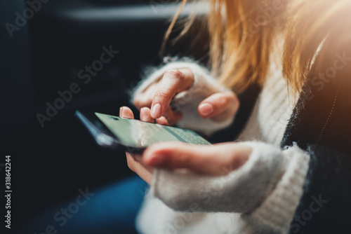 Fotografia Closeup of female hands touching screen of smartphone device typing text message