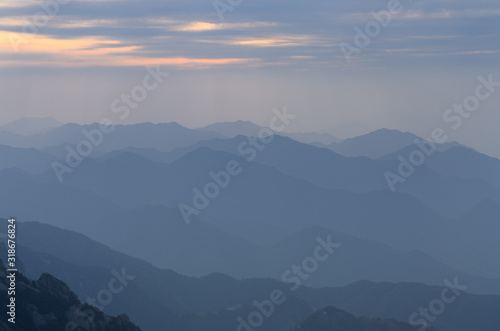 Fotografia, Obraz Evening light on peaks of South Sea from Bright Summit Huangshan mountain China