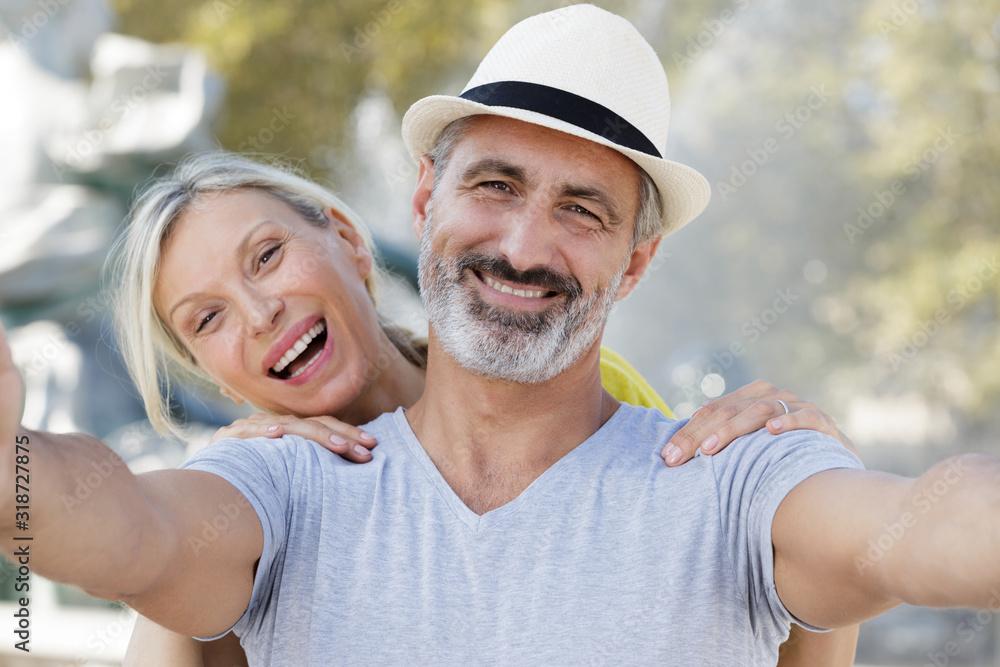 Fototapeta animated senior couple taking selfie