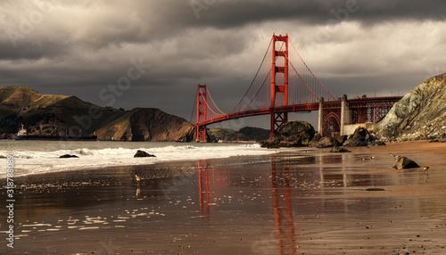Photo Low Angle View Of Golden Gate Bridge San Francisco Bay Against Cloudy Sky