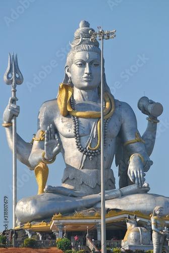 Carta da parati Low Angle View Of Shiva Statue Against Clear Blue Sky