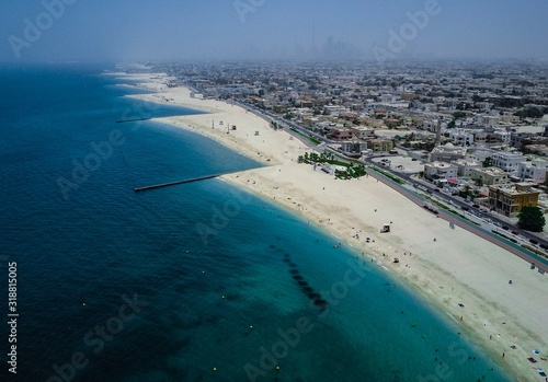 фотография HIGH ANGLE VIEW OF CITYSCAPE BY SEA AGAINST SKY