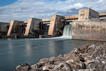 Barrage Sur Un Fleuve