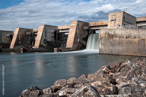 Barrage sur un fleuve Canvas Print