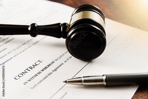 Fototapety, obrazy: Client sue company in court for not signing a contract