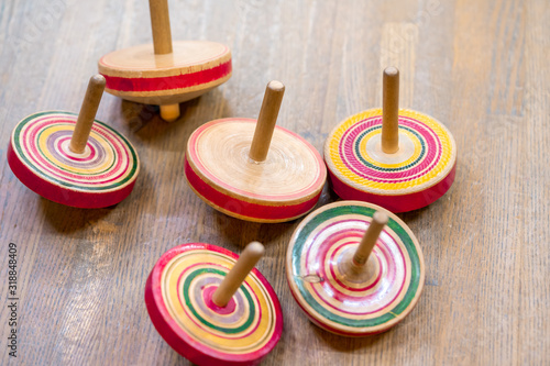 Fotografia Colorful Japanese vintage wooden spinning top toys