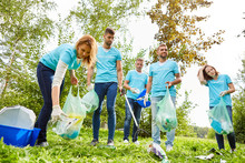 Collect Volunteer Help With Garbage