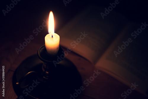 Nahaufnahme einer Flamme einer Kerze in einem Kerzenständer aus Messing im dunke Canvas Print
