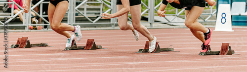 Fotografia start sprint race women runners athletes in athletics competition