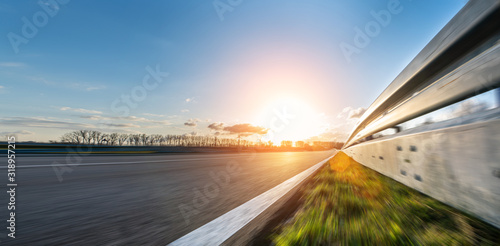 Obrazy motoryzacja  race-car-motorcycle-racetrack-on-a-sunny-day