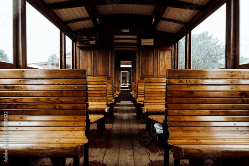 Foto Empty Wooden Benches In Train