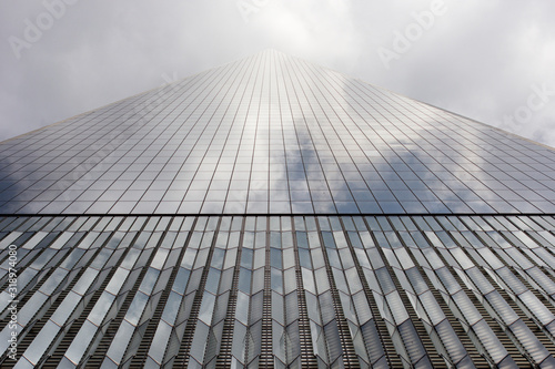 Fotografía Low Angle View Of One World Trade Center Against Sky