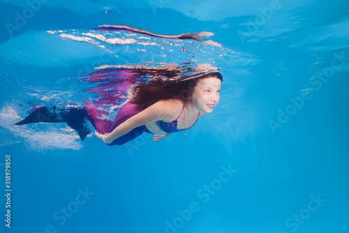 girl in a mermaid costume poses underwater in a pool. Tablou Canvas