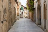 Fototapeta Uliczki - narrow street of Alcudia on the island of Mallorca