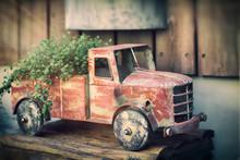 Vintage Rusty Toy Car Dump Tru...