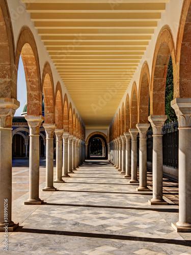 Empty Corridor Of Building Fototapet