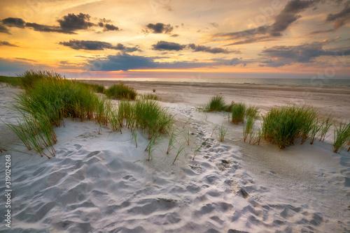 Obraz Piękny wschód słońca nad morzem - fototapety do salonu