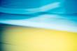 gelb und blauer verwischter hintergrund mit weißen streifen