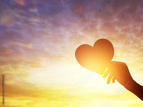Photo Silhouette hands holding shape of love heart symbol, happy valentine's day copy space concept