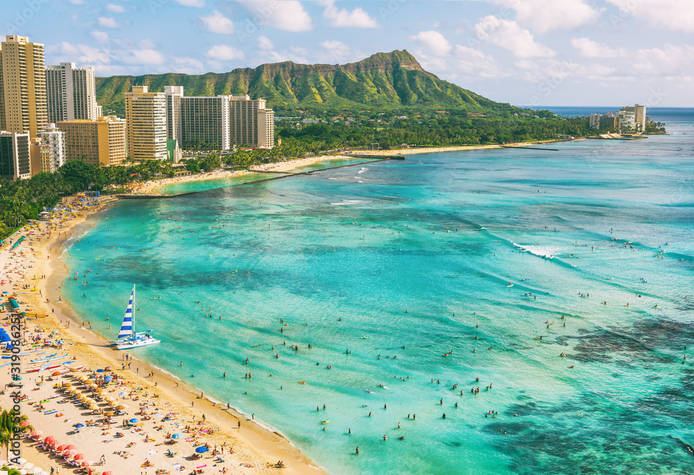 Fototapeta Hawaii waikiki beach in Honolulu city, aerial view of Diamond Head famous landmark travel destination. Mountain peak at sunset, Oahu island, USA vacation.