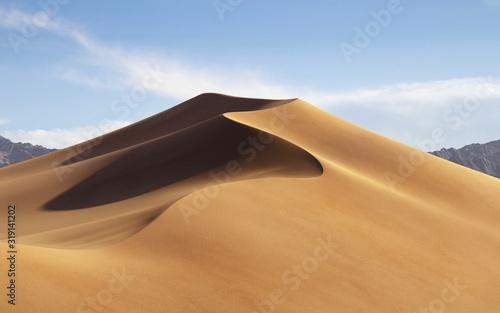 Fotografía Sand Dunes On Desert Against Sky