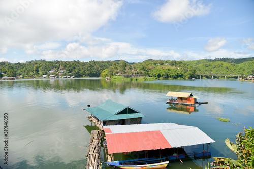 SCENIC VIEW OF LAKE AGAINST SKY Fotobehang