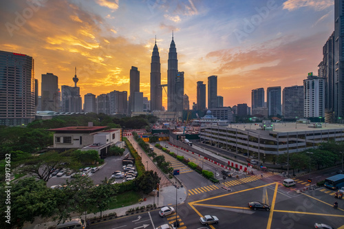 Fototapeta AERIAL VIEW OF BUILDINGS AGAINST CLOUDY SKY DURING SUNSET obraz
