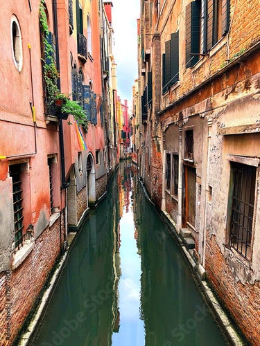 Fototapety, obrazy: CANAL AMIDST BUILDINGS IN CITY