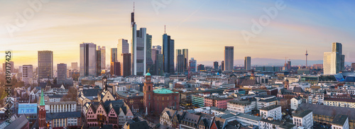 Obraz beautiful panorama of frankfurt am main in sunlight - fototapety do salonu