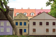 Small Colorful Models Of Old R...