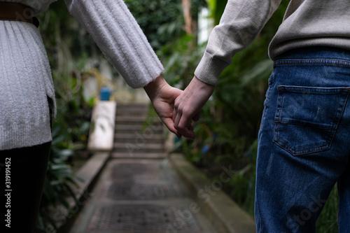 Photo manos de unos enamorados