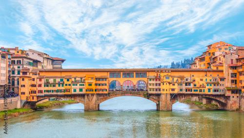 Photo Bridge of Ponte Vecchio on the river Arno - Florence, Italy