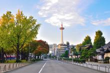 京都 烏丸通からみる京都タワー