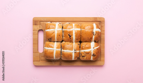 Fototapeta Six hot cross buns, traditional British Easter food on pink background, top view, selective focus obraz