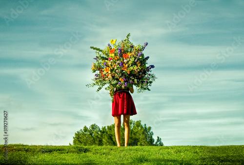 Photo Mujer con ramo de flores