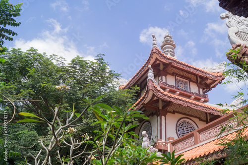 Fotografia, Obraz roof of an asian temple against the sky