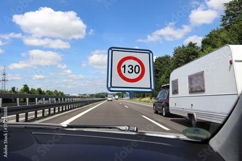 Fotomural Geschwindigkeitsbegrenzung auf deutschen Autobahnen auf 130