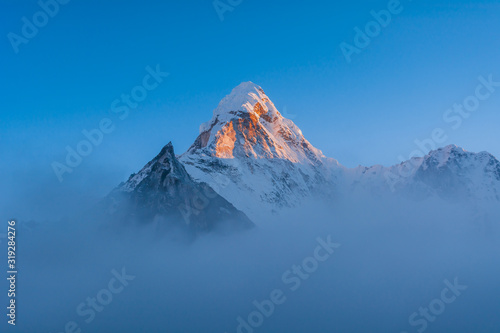 Photo Sunset view of Ama Dablam Peak and Amphu Gyabjen from Chhukhung, Sagarmatha Nati
