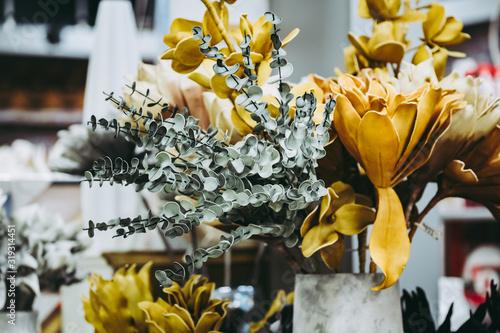 Fotografie, Tablou Bouquet de fleurs artificielles aux couleurs automnales