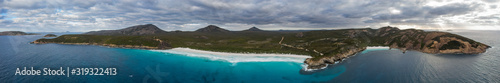 Fotografía Aerial panoramic view of Hellfire Bay and Little Hellfire Bay in Cape Le Grand N