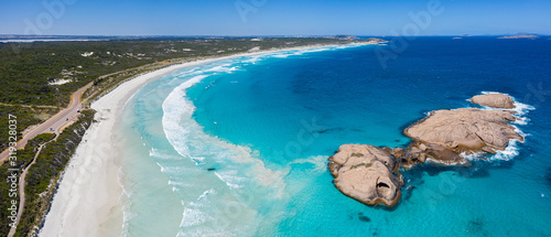 Photo Rock formation in the ocean adjacent to the beach at Twilight Cove, Esperance, W