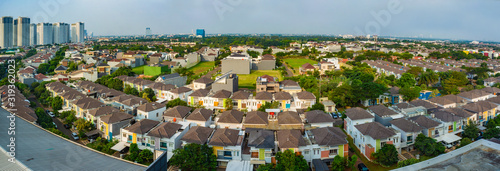 Photo Rows of luxury houses in Gading Serpong residential area, in Tangerang, Banten, Indonesia