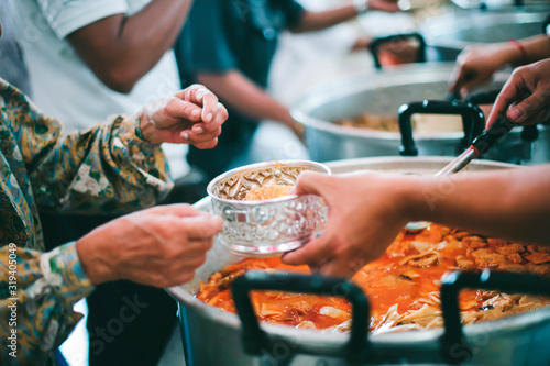 Photo Helping the poor with free food to alleviate hunger, the concept of hunger and l