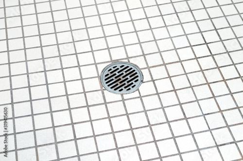 浴室の排水溝 Fototapete