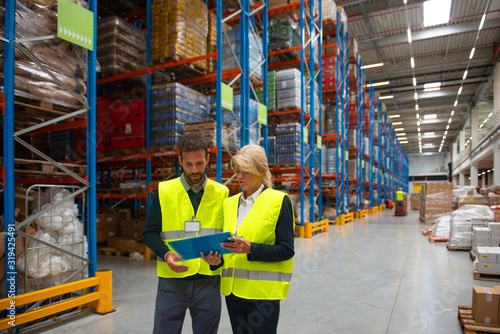 Valokuva Managers and workers in Warehouse