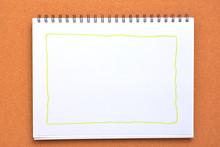 画用紙に描いた四角 ...
