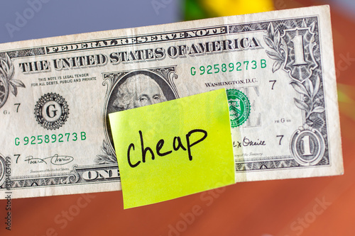 Yellow stick note on an USD one dollar money background Canvas-taulu