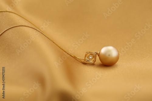 Platinum pearl pendant inlaid with diamonds and gold Fototapeta